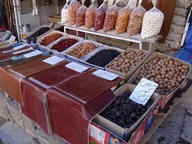 Getrocknete Früchte: Achtung, die sind nicht so süß wie bei uns... Foto: KW.