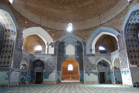 A look into the Blue Mosque. Photo: KW.