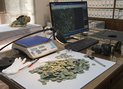 The find is currently kept in Seville's Archaeological Museum where the coins will be inventoried, cleaned and catalogued. Photograph: © Consejería de Cultura / Junta de Andalucía.