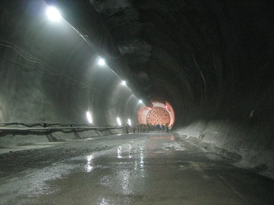 Ort des Tunneldurchbruchs. Foto: Cooper.ch / Wikipedia.