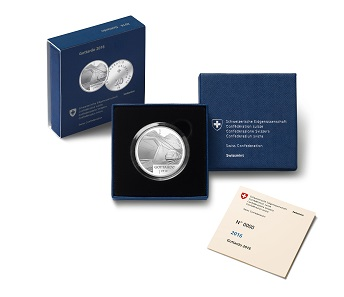 The commemorative coin in capsule and cardboard box. © Swissmint.