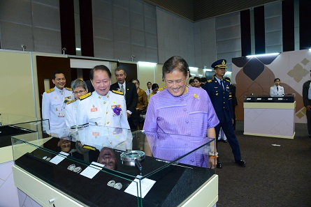 The Princess visits the exhibition stands that had been prepared for the attendees of the Mint Directors Conference. Photograph: Royal Thai Mint.