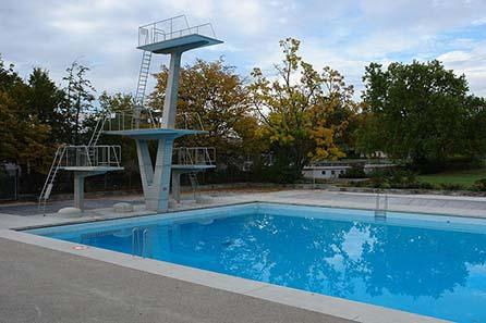 Das Sportbecken des von Max Frisch erbauten Freibads Letzigraben. Foto: Port(u*o)s / Wikipedia.