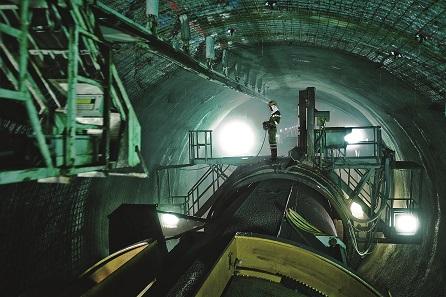 Tunnelbohrmaschine im Einsatz beim Gotthardbasistunnel. © AlpTransit Gotthard AG.