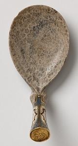 Löffel mit alchemistischer Medaille im Stiel, 16. Jahrhundert (Landesmuseum Württemberg, Stuttgart, Inv.-Nr. KK grün 95). © Landesmuseum Württemberg, Stuttgart, Foto: Hendrik Zwietasch und Adolar Wiedemann.