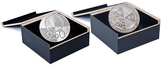 Große silberne Jubiläumsmedaille 250 Jahre TU Bergakademie Freiberg 2015 in der Präsentationsbox.