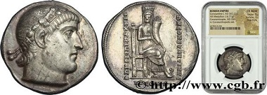 Lot 391698: Roman Empire, Constantine the Great, Médaillon d'argent de 4 miliarense légers, Constantinople 330. C. 136 (300f.); RIC 53var. Extremely fine. Estimate: 40,000 Euro.