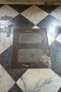 Ein deutlicher Hinweis darauf, dass hier einmal ein schweres Gewicht stand. Foto: UK.