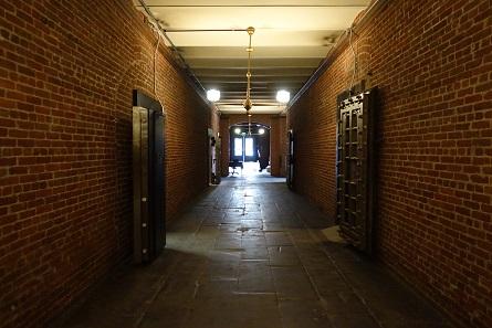 Ein Blick ins Untergeschoss, wo die Münzen und Barren gelagert wurden. Foto: UK.