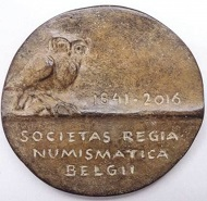 The Belgian medalist Marit Hartman created a medal on the 175th anniversary of the Royal Numismatic Society of Belgium. © Photo: Royal Numismatic Society of Belgium.