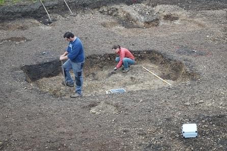 Unter anderem wurden in Neubau/Traun Grubenhäuser freigelegt, wie hier im Foto zu sehen.