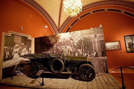 Zur Dauerausstellung im Sarajevo-Saal gehört das Automobil, in dem der Thronfolger und seine Frau fuhren. Foto: Nadja Meister © HGM/MHI.