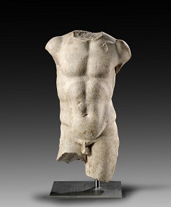 Lot 116: Torso. Roman Imperial times, 1st cent. AD. White finely chrystalline marble. H. 56 cm. Reverse left unfinished, obverse cleaned. Estimate: 25,000,- euros. Hammer price: 65,000,- euros.