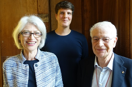 Three generations of curators at the Zurich Coin Cabinet (from l. to r.): Hortensia von Roten, Christian Weiss, Hans-Ueli Geiger. Photo: UK.