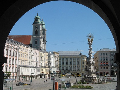 The city center of Linz, capital of Upper Austria. Photograph: Rolf Süssbrich / https://creativecommons.org/licenses/by-sa/3.0/deed.en