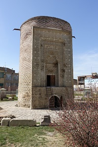 Mausoleum tower, likewise from Seljukian times. Photo: KW.