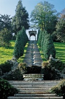 Villa Cicogna's water stairs. Photo: Francesco Cicogna Mozzoni / https://creativecommons.org/licenses/by-sa/3.0/