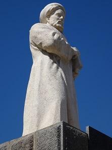 Avicenna. Moderne Statue am Mausoleum des berühmten Arztes. Foto: KW.