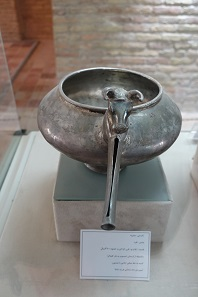 Silver vessel with a bull-shaped spout. Photo: KW.