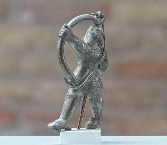 Silver archer, c. 8-10 cm high. Photo: KW.