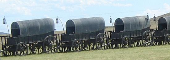 The ceremonial copper clad iron wagons at the Battle of Blood River Monument in Kwazulu-Natal. Clearly visible in this image, these wagons have only got one drawbar. Photo (detail): Renier Maritz / Wikipedia.