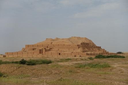 Der Zikkurat von Tschogha Zanbil, das beeindruckende Zeugnis des elamitischen Königs Untasch Napirischa, gebaut zu Ehren des Gottes Ischuschinak. Foto: KW.