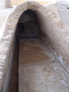 Ein Blick in die Gruft von Haft Tepe. Foto: KW.