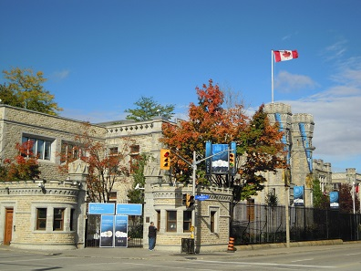 The entrance portal of the Royal Canadian Mint on Sussex Drive in Ottawa, Ontario, resembles a medieval fortress. However its security measures are now being questioned. Photo: Skeezix1000 / http://creativecommons.org/licenses/by-sa/3.0