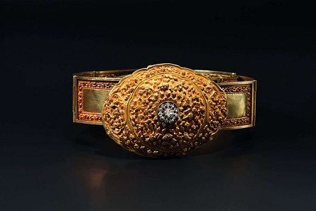 An Indian diamond-studded decorative gold belt, 1st half of 20th century. Starting price: 17,000 euros.
