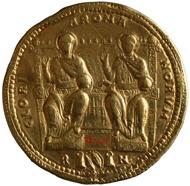 36-facher Solidus des Valens (reg. 364-378), 1763 in Ungarn in der Donau gefunden, geprägt zw. 364-367 in Rom. Rs: Die beiden Kaiser Valentinian I. und Valens frontal thronend (178,9 g). Inv.-Nr. RÖ 32473, Dm. 178,9 mm. © KHM-Museumsverband.