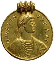 Goldmedaillon nach dem Vorbild des Valens aus dem Fund von Szilágysomlyó (Siebenbürgen). Vs: Brustbild des Valens (reg. 364-378) (412,47 g). Inv.-Nr. RÖ 32481, Dm. 98 mm. © KHM-Museumsverband.
