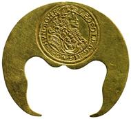 Halbmondförmige Klippe. Haus Österreich, Leopold I. (reg. 1658-1705), geprägt in Klausenburg, 1694. 10 Dukaten (34,77 g). Inv.-Nr. 807bAlpha, Dm. 45,9 mm. © KHM-Museumsverband.