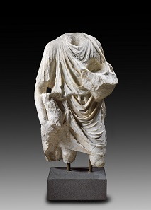 Lot 5: Torso of a shepherd. Roman, 1st cent. AD. H 76. White-grey mottled marble. From A. Bade Collection, Bavaria, from Elio Sello-Conti Collection, Locarno Solduno, 1980s. Estimate: 40,000 euros.