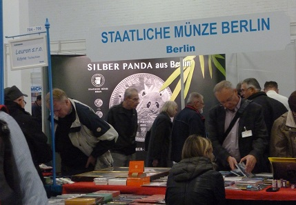 At the 18th Numismata, the Berlin State Mint presented its latest bullion coin called SILVER PANDA. Photo: Simone Rosa Ott.