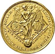 Los 546: Freising. Johann Franz Egcker von Kapfing und Lichtenegg, 1695-1727. Goldmedaille von Christian Ernst Müller im Gewicht von 12 Dukaten 1724, Augsburg. Sehr selten. Fast Stempelglanz. Schätzpreis: 20.000 Euro. Startpreis: 12.000 Euro.