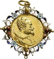 Los 628: Bayern. Albrecht VI. der Leuchtenberger, 1584-1666. Goldener Gnadenpfennig o. J. (1618), von Medailleur Alessandro Abondio und Christoph Ulrich Eberl. Unikum. Vorzüglich. Schätzpreis: 80.000 Euro. Startpreis: 48.000 Euro.