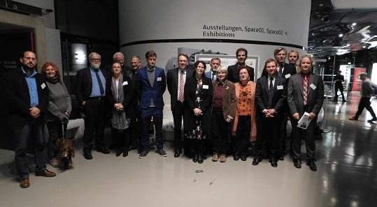 Die Vortragenden im Veranstaltungsort, dem Kunsthaus Graz, Foto: UMJ.