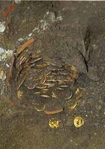Der Keramiktopf mit 1648 Solidi. Foto: M. Khanoussi.