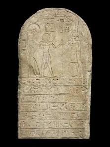 Schenkungsstele im Namen von Ramses III. Neues Reich, um 1159 v. Chr. Foto: © Fondation Gandur pour l'Art, Genève, Suisse; Sandra Pointet.