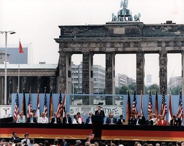 Reagans berühmte Rede vor dem Brandenburger Tor.