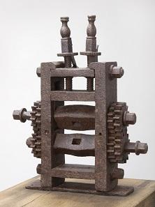 Entstehendes Geld: Prägemaschine (Taschenwerk) der Stadt Warendorf, 1689/90 [Eisen - H 52,0 cm, B 43,0 cm, T 11,0 cm]. © LWL-Museum für Kunst und Kultur / Westfälisches Landesmuseum, Münster. Foto: Sabine Ahlbrand-Dornseif.
