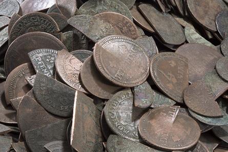 Ehemaliges Geld: Ausgesonderte westfälische Kupfermünzen des 17. bis 19. Jhs. © LWL-Museum für Kunst und Kultur / Westfälisches Landesmuseum, Münster. Foto: Sabine Ahlbrand-Dornseif.