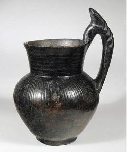 No. 11. Etruscan Oinochoe. Height 20.5 cm. Estimate: 1,300-1,700 Euro.