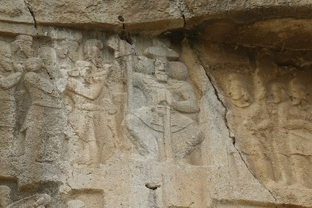 Shapur II surrounded by his courtiers. Photo: KW.