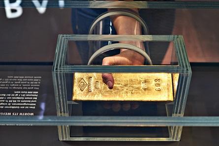 Der Goldbarren zum Anfassen im Neuen Geldmuseum. Foto: Deutsche Bundesbank.