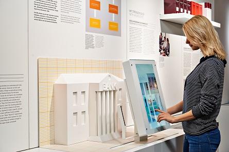 Informationen rund um's Geld vermitteln auch die Medienstationen. Foto: Deutsche Bundesbank.
