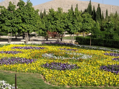 Flowers in front of the Tomb of Saadi in Shiraz. Photo: KW.