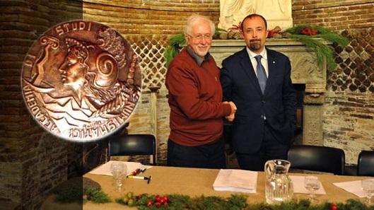 Former AISN president, Giuseppe Ruotolo, congratulates his successor Roberto Ganganelli.
