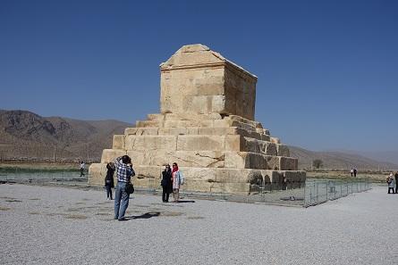 Das Grab des Kyros ist auch für Iraner eine beliebte Ausflugsstätte, vor allem zu Newroz. Foto: KW.