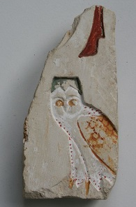 No. 22. Egyptian limestone relief with owl hieroglyph. 136 mm. Egypt, Late Period, 664-332 B.C. Estimate: 4,500-6,000 euros.